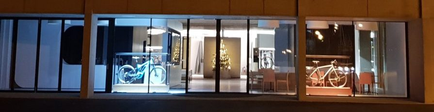 Shop Window lighting Tour de Suisse Rad | Invisua Lighting