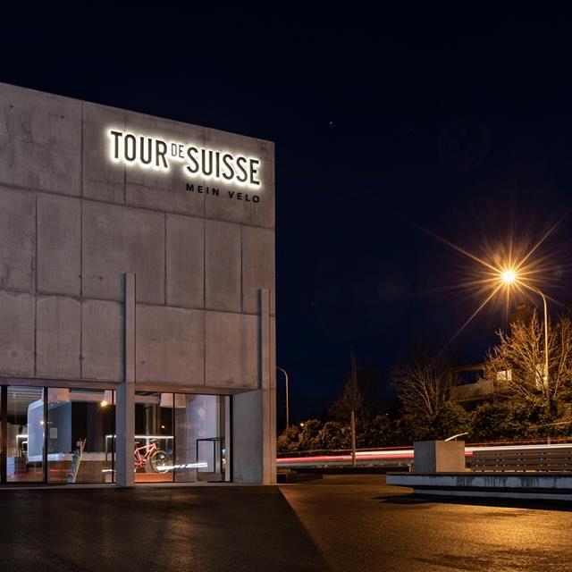Shop Window lighting Tour de Suisse Rad | Invisua Lighting